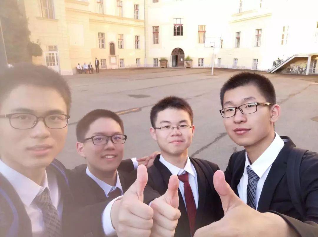 中国队合影,左一为彭凌峰